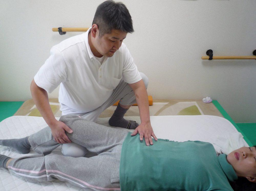 頭蓋骨・仙骨調整で体すっきりの川崎駅前にある無痛整体院